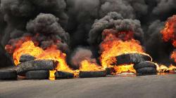 Violent incendie de pneus usagés à
