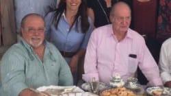 Arévalo estalla tras subir a Twitter una foto con el rey Juan Carlos: