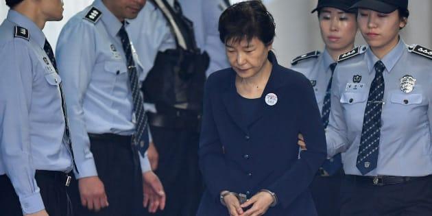 Park Geun-hye, l'ex-présidente sud-coréenne condamnée à 24 ans de prison pour corruption