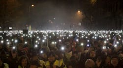 Ungheresi da quattro giorni in piazza contro