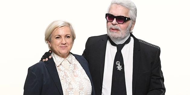 Karl Lagerfeld avec Silvia Venturini Fendi lors du défilé haute couture Automne Hivier 2018/2019 de la maison Fendi en juillet 2018 à Paris.