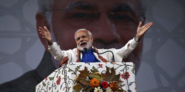 Prime Minister Narendra Modi addresses a rally in a cricket stadium in Srinagar, November 7, 2015. REUTERS/Danish Ismail.