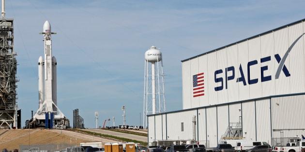 """SpaceX va lancer sa Falcon Heavy, """"la fusée la plus puissante du monde"""""""