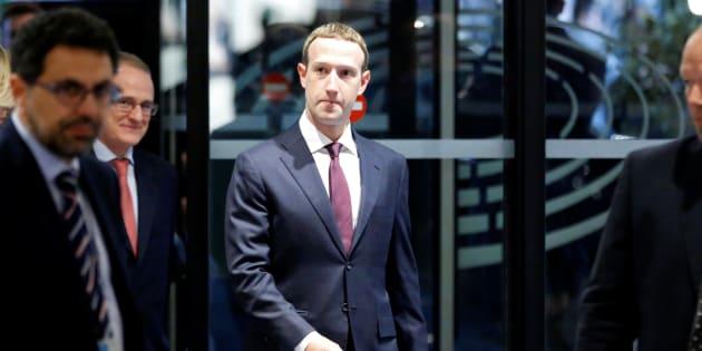 Facebook et son fondateur Mark Zuckerberg se sont défendus de toute implication après les révélations de médias américains concernant des transferts de données personnelles d'utilisateurs à des fabricants de mobiles.