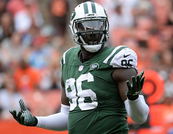 Former Jets player's mom threatens to sue reporter