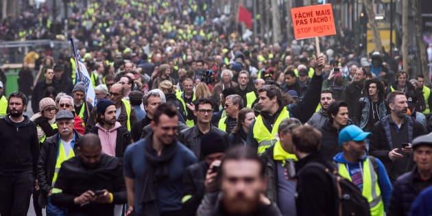Gilet gialli, atto 19: scontri a Parigi tra polizia e alcuni manifestanti