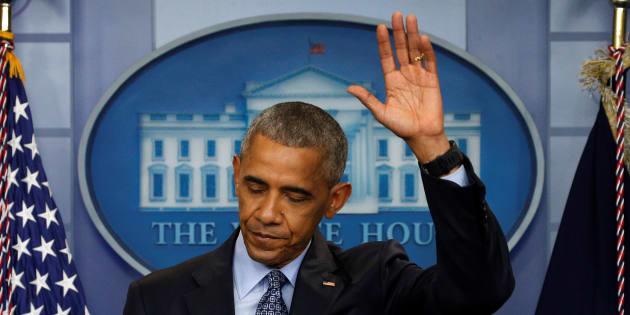 Barack Obama salue la presse pour sa dernière conférence le 18 janvier 2017.