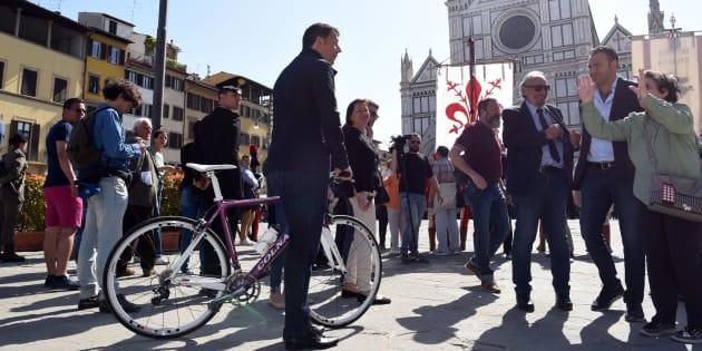"""Matteo Renzi sonda la piazza a Firenze: """"Vorreste un go"""