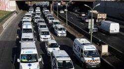 Les images des ambulanciers qui ont bloqué le périph pendant plus de
