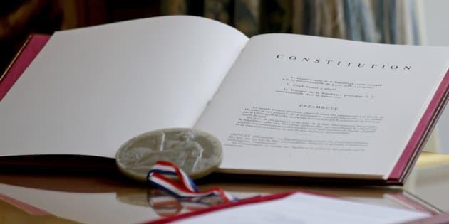 Un exemplaire de la Constitution exposé le 12 octobre 2015 à l'Elysée
