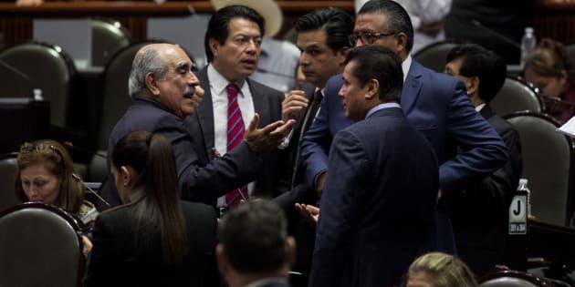 Pablo Gómez, diputado morenista; Mario Delgado, coordinador de los diputados de Morena, y los diputados morenistas Zoe Robledo y Horacio Duarte, así como Carlos Puente Salas, coordinador de la bancada del PVEM durante la sesión ordinaria de la Cámara Baja de la LXIV Legislatura.