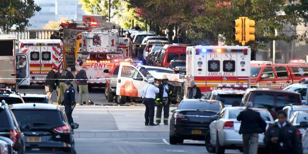 Oficiales de policía inspeccionan el camión del atentado en Nueva York. DON EMMERT/AFP/Getty Images