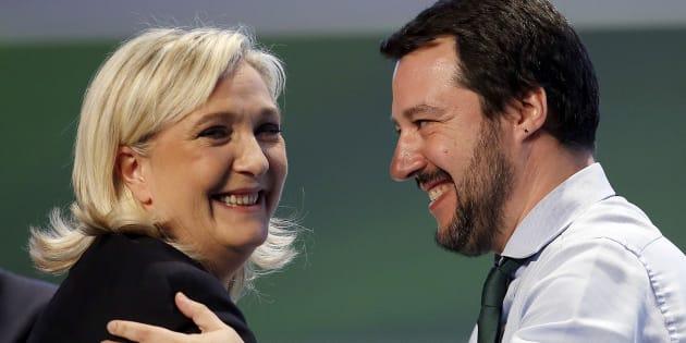 Marine Le Pen en compagnie de son allié italien de la Ligue, Matteo Salvini, en 2016.