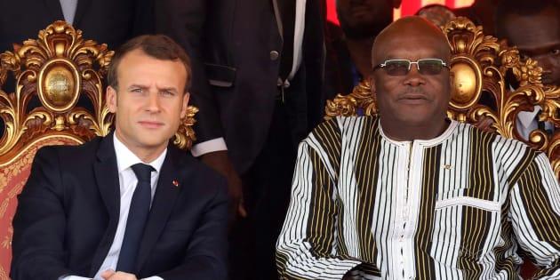 """C'est quand il est à l'étranger que le """"en même temps"""" d'Emmanuel Macron prend tout son sens"""