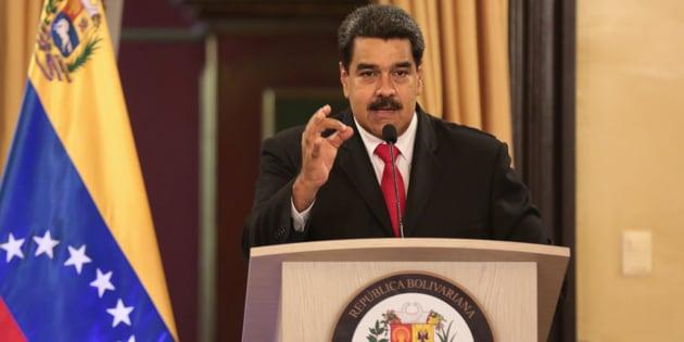 El presidente Nicolás Maduro habla durante un encuentro con los oficiales de su gobierno en el Palacio Miraflores en Caracas.