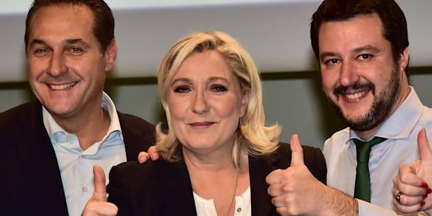 Le chef de file du FPO Heinz Christian Strache  posant aux côtés de la présidente du FN Marine Le Pen en janvier 2016.