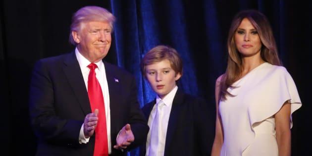 Donald, Barron et Melania Trump - ici le 9 novembre 2016 - n'emménageront peut-être pas à la Maison Blanche