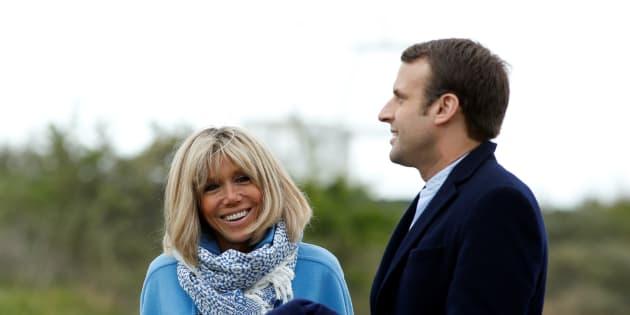 Francia, i Macron: Emmanuel, Brigitte, i figli e gli amici