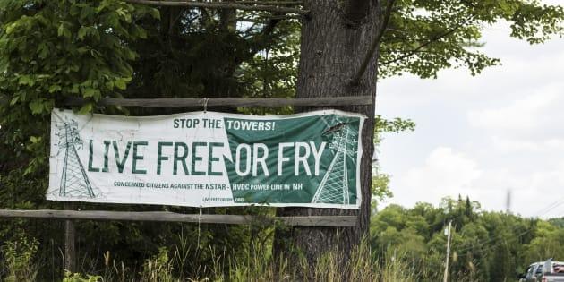 Une affiche des opposants du côté du New Hampshire (10 août 2017).