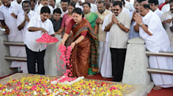 After SC Refuses More Time, Sasikala Visits Jayalalithaa's Memorial Before Going To