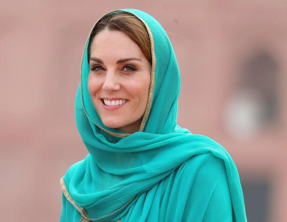 Kate Middleton stuns during visit Lahore mosque