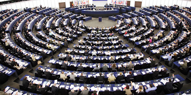 Strasbourg, FRANCE: European Deputies vote during the plenary session, at the European Parliament's Hemicycle 24 May 2007 in Strasbourg.