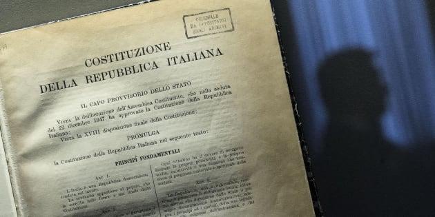 """Un delle tre copie originali della costituzione italiana esposta all'iniziativa """"Montecitorio a porte aperte"""". Roma 9 novembre 2014. ANSA/ANGELO CARCONI"""