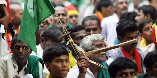 New Delhi, INDIA: Farmers and activists from the South Indian state of Karnataka participate in a demonstration in New Delhi, 04 May 2007. The demonstration was held to demand the rights of the State of Karnataka in a long standing water dispute over the waters of the river Cauvery which runs in both Karnataka an neighbouring Tamil Nadu.