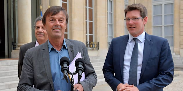 Nicolas Hulot, à l'époque envoyé spécial du président Hollande pour la protection de la Planète  et Pascal Canfin devant l'Elysée en juin 2015.