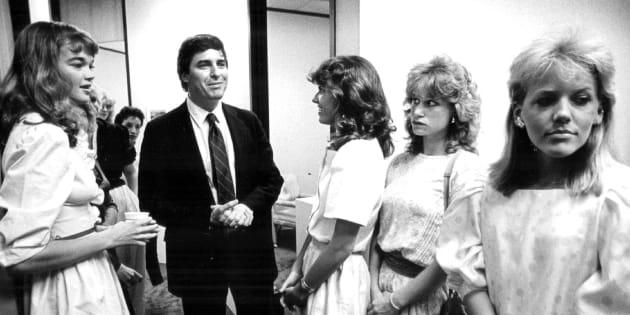 Des candidates attendent devant le bureau de John Casablancas, fondateur de l'agence Elite Model Management, en 1983. (Denver Post via Getty Images)