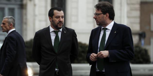 Volantino con Salvini impiccato