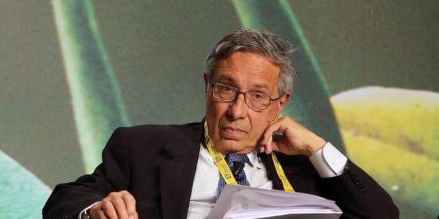 Franco Bassanini nel corso dell'EY Strategic Growth Forum, Roma, 16 aprile 2015. L'area del Mediterraneo rappresenta una delle destinazioni privilegiate per gli investimenti diretti esteri: nel 2013 sono infatti arrivati a 85 miliardi di dollari, valore pi� alto anche di quelli destinati alla Cina. Lo dicono i dati presentati da EY (Ernst&Young) durante l'EY Strategic Growth Forum organizzato a Roma per discutere di come sbloccare il potenziale di crescita di una zona che vale il 15% del Pil mondiale e che nel 2040 avr� 750 milioni di abitanti. ANSA/ VINCENZO TERSIGNI