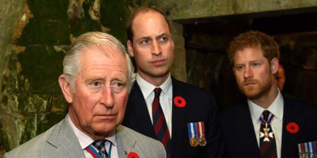 Trump rompe el protocolo y le hace un desplante a la reina Isabel (es-us.noticias.yahoo.com)