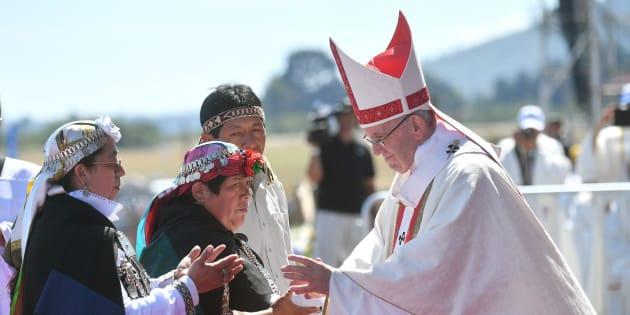 """Papa Francesco in difesa degli indigeni Mapuche in Cile, ma avverte: """"No alla violenza"""""""