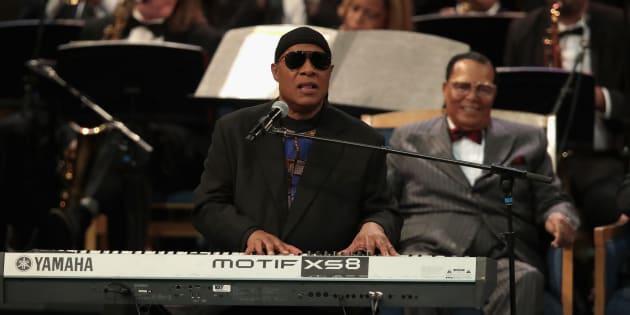 Le magnifique hommage de Stevie Wonder aux obsèques d'Aretha Franklin (et sa jolie pique contre Trump).