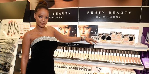 Fenty Beauty, la marque de cosmétiques de Rihanna saluée pour avoir pensé à toutes les couleurs de peau