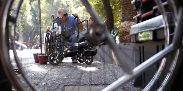 En México, el 56% de la población vive en exclusión financiera; el porcentaje es mayor en personas con discapacidad