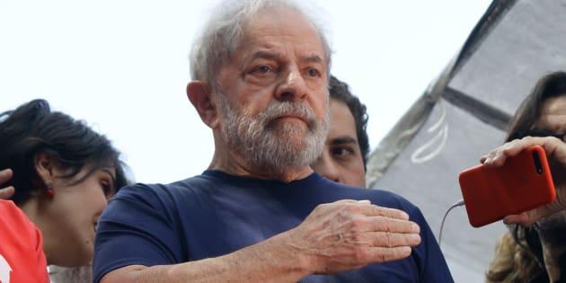 Ex-presidente Lula foi condenado a 12 anos e 1 mês de prisão no caso do tríplex.
