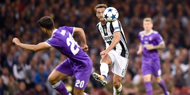 Claudio Marchisio of Juventus is challenged by Isco of Real Madrid during the UEFA Champions League Final match between Real Madrid and Juventus at the National Stadium of Wales, Cardiff, Wales on 3 June 2017.  (Photo by Giuseppe Maffia/NurPhoto via Getty Images)