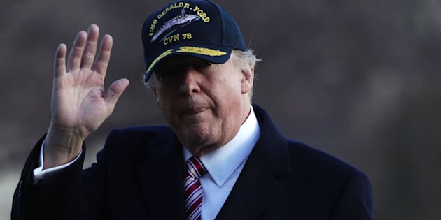 WASHINGTON, DC - MARCH 02:  U.S. President Donald Trump waves as he walks on the South Lawn after he returned to the White House March 2, 2017 in Washington, DC. President Trump has returned from his trip to visit the USS Gerald R. Ford aircraft carrier in Newport News, Virginia.  (Photo by Alex Wong/Getty Images)