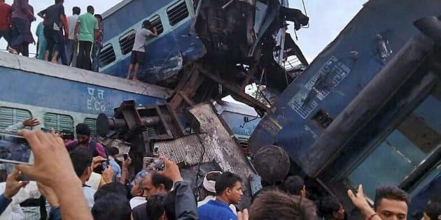 Muzaffarnagar: Coaches of the Puri-Haridwar Utkal Express after it derailed in Khatauli near Muzaffarnagar on Saturday. PTI Photo(PTI8_19_2017_000099B)