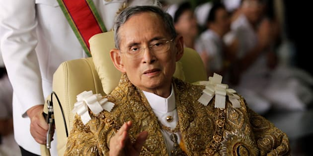 Thailand's King Bhumibol Adulyadej waves as he returns to Siriraj Hospital after a ceremony at the Grand Palace in Bangkok in this December 5, 2010 file photo. REUTERS/Damir Sagolj/File Photo     TPX IMAGES OF THE DAY