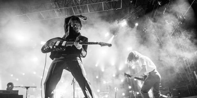 Alex Turner et Jamie Cook des Arctic Monkeys en concert à Hollywood le 5 mai 2018.