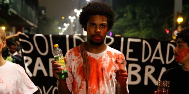 Em protesto, movimentos sociais de São Paulo questionam a condenação de Rafael Braga, preso no Rio.