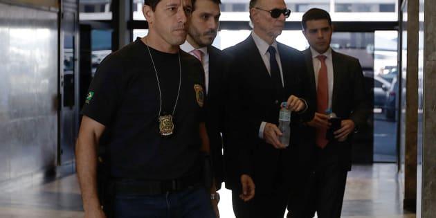Além dos mandados de prisão, foram cumpridos mandatos de busca e apreensão nas casas e empresas de Nuzman e Gryner e a quebra de sigilo telemático.