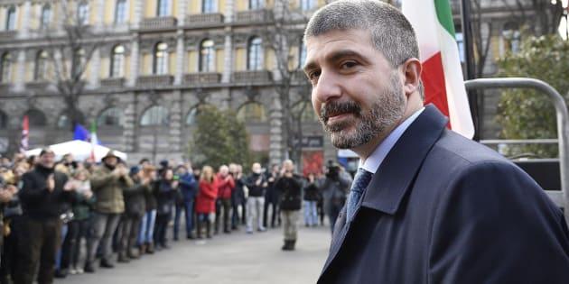 Il candidato premier di Casapound Simone Di Stefano durante un comizio elettorale nei pressi del Castello Sforzesco, Milano, 24 Febbraio 2018. ANSA/FLAVIO LO SCALZO