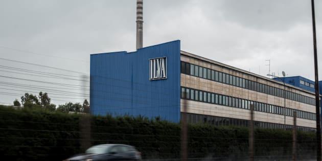 """Governo al tavolo Ilva con una proposta: 10 mila lavoratori con ArcelorMittal, 1.500 """"affidati"""" a Invitalia"""