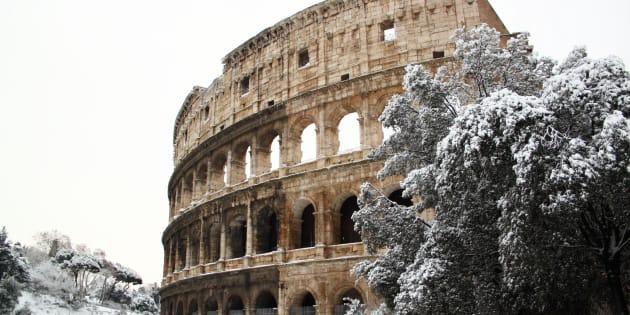 The Coliseum covered by snow, a really rare event in Rome. FOTO DI ARCHIVIO