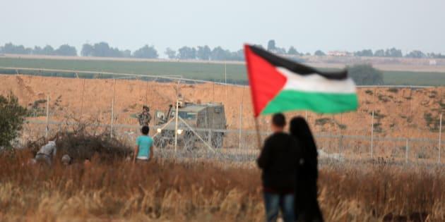 Las fuerzas israelíes intervienen durante una protesta palestina organizada por el 70 aniversario de la Nakba en Gaza el 16 de mayo de 2018.