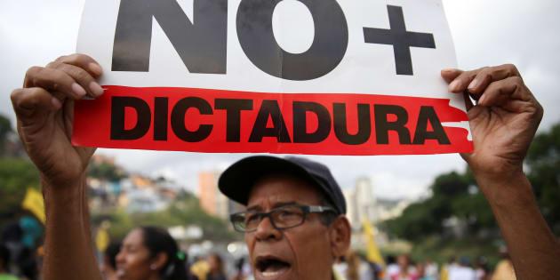 O governo reagiu com violência e repressão, prendendo oponentes políticos, perseguindo jornalistas e ativistas de direitos humanos.
